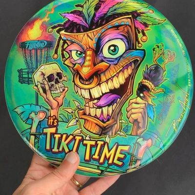 My Tiki discs had just arrived from Discraft! Love how they turned out. The colors are super bright on the metallic foil.• Only 50 ever printed• Metallic Foil• Discraft Buzzz disc• Signed and Numbered by me!• Each one is hugged for 15 seconds• Grab one: https://www.flylanddesigns.com/shop/‍#discgolf #frisbeegolf #discraftdiscs #teamdiscraft #detroitdisccompany #disc#tikiart #tikibar #beachart #tikitotem #surfart #tikiartist #beach