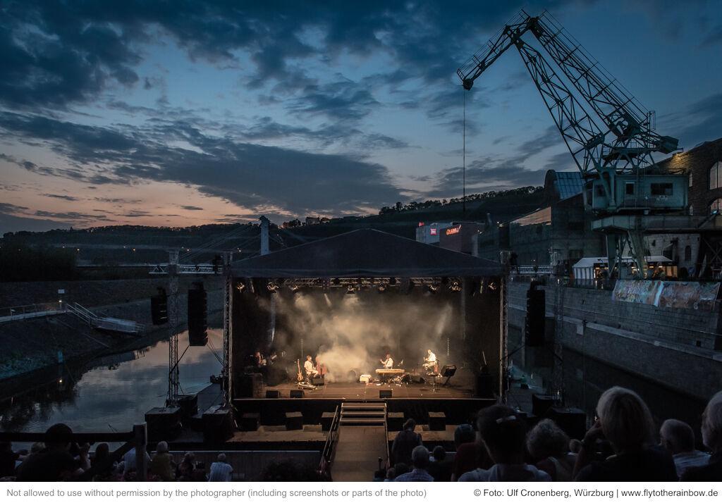 Rainald Grebe & Die Kapelle der Versöhnung – Hafensommer Würzburg, 30.07.2019| © Foto: Ulf Cronenberg, Würzburg
