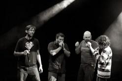 Bauchklang mit jungem Gast aus dem Publikum (rechts) // Foto: © Ulf Cronenberg, Würzburg