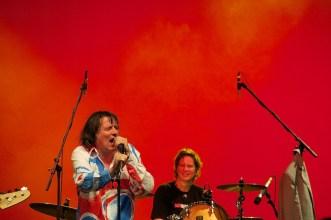 Peter Hein (im Hintergrund Saskia von Klitzing am Schlagzeug) || Foto: © Ulf Cronenberg, Würzburg
