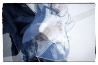 Gitarrenbilder mit Stroboskop–No. 6 || Foto: Ulf Cronenberg, Würzburg
