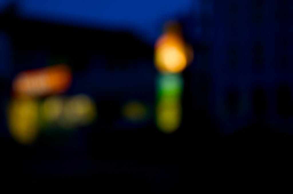 Lichtspiele nachts No. 4   Foto: Ulf Cronenberg, Würzburg