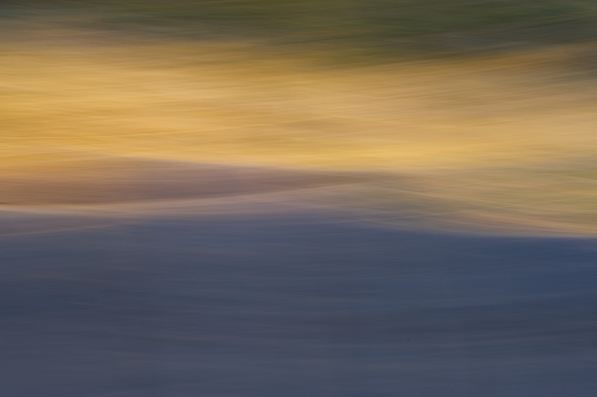 Extrem-Panning: Sonnenuntergang und Landschaft    Foto: © Ulf Cronenberg, Würzburg