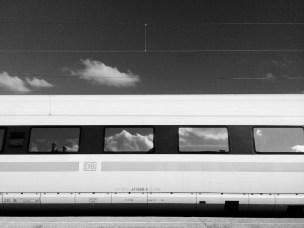 Warten am Bahnhof No. 4 || Foto: © Ulf Cronenberg