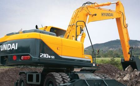 VDM Plant Hire invests in Hyundai R210W-9S excavator from HPE Africa