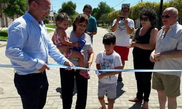 Inauguración de la nueva cuadra de adoquines