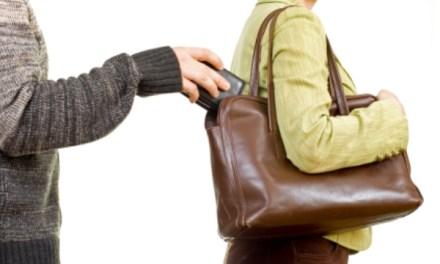 Le sustrajeron la billetera en un supermercado