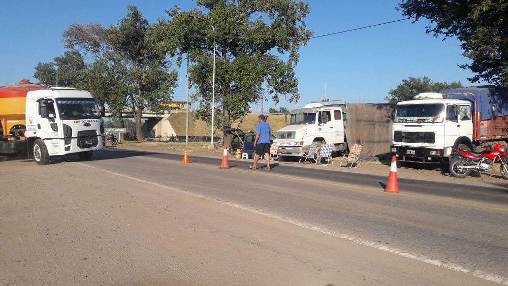 General Cabrera | Continúa la protesta de transportistas autoconvocados