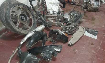 Gral Cabrera: Secuestran autopartes de motocicleta enterradas en el patio de una vivienda