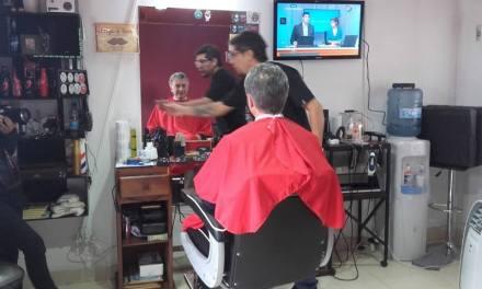 El Presidente Macri pasó por Coronel Baigorria y se cortó el pelo
