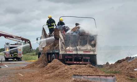Incendio en la carga de un camión en Ruta E-90