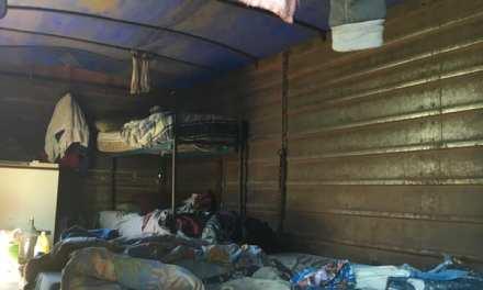 Trabajaban en condiciones precarias en un campo de Alcira Gigena