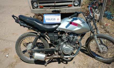 Menor en moto robada