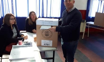 El intendente Carasso emitió su voto por la mañana