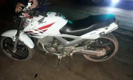 Motociclista embistió a un equino