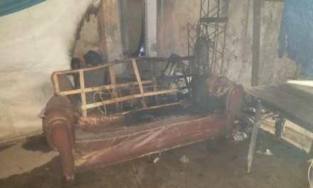 Deheza: Incendio de un sillón
