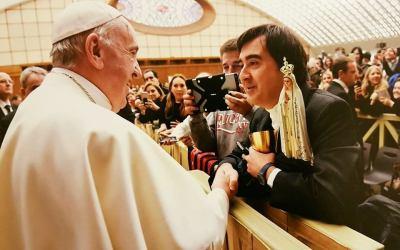 Saludamos al Padre Fernando Gómez en sus 25 años como sacerdote
