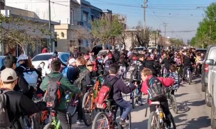 Los alumnos de la escuela Olmos festejan el Día del Estudiante y la Primavera en la Pedana