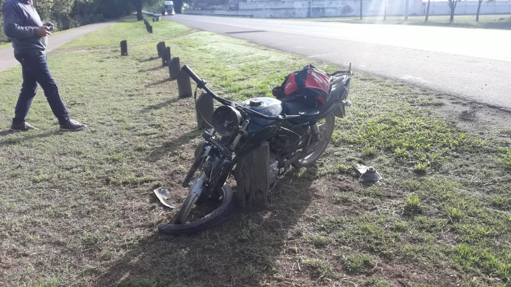 Las Perdices: Chocó con su moto a una chata y terminó en la caja trasera