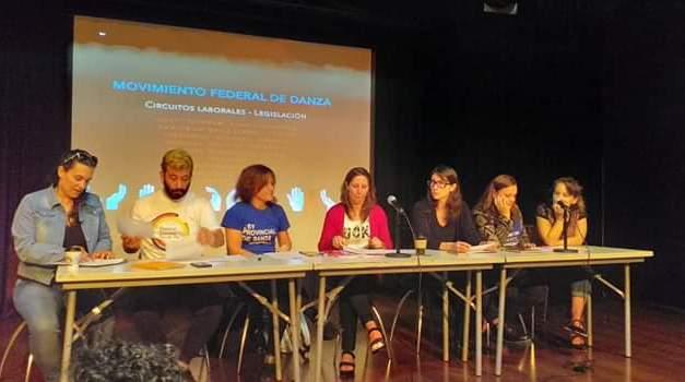 Mariela Castro junto a un equipo de gente promueven que sea Ley Nacional la enseñanza de la Danza