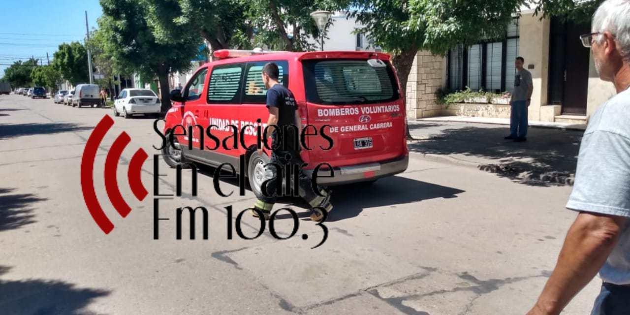 Bomberos asistió a una joven descompuesta en la vía pública