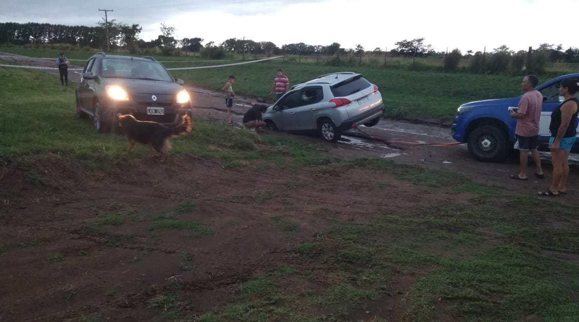 Carnerillo: Calles anegadas por la intensa  lluvia
