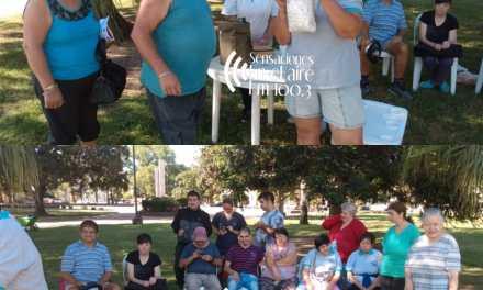 Aprendiendo a vivir: En menos de una hora vendieron 70 paquetes de ñoquis en la plaza