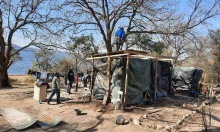 Pescadores de Elena, ayudan a una familia indigente en medio de la pandemia