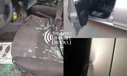 Al menos 4 vehículos dañados en la vía pública