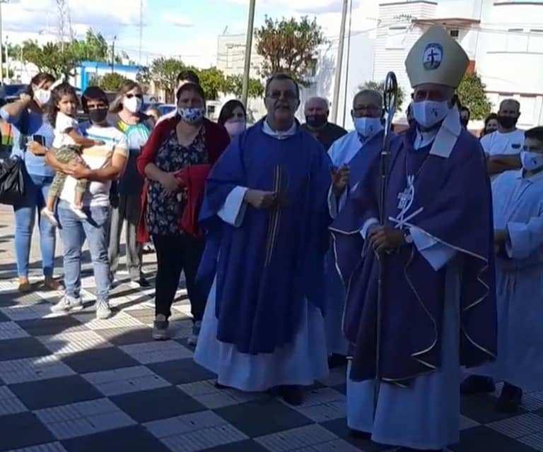Moneñor Uriona acompañó en las Confirmaciones
