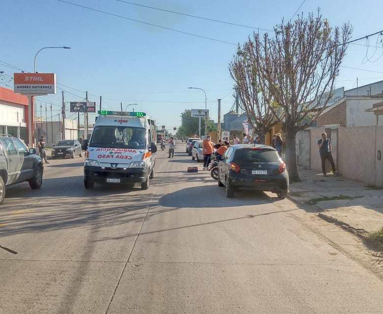 Accidente Av San Martín entre una camioneta y moto