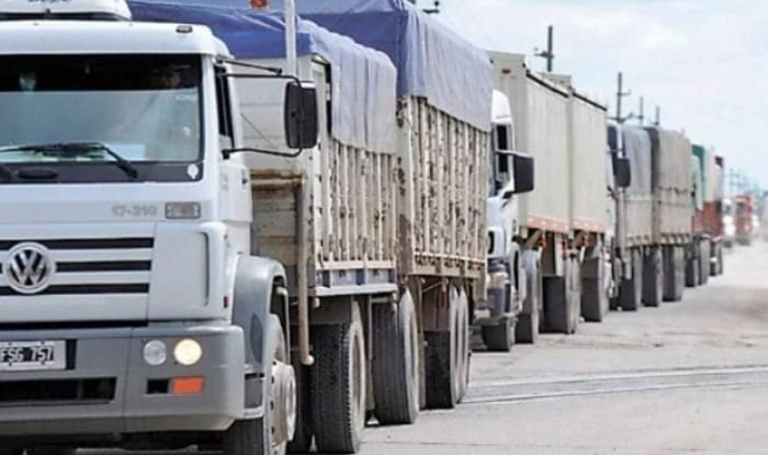 Intenso Tránsito de camiones, se regula sobre Av San Martín, ademas nueva lomada y cambio de controlador de altura