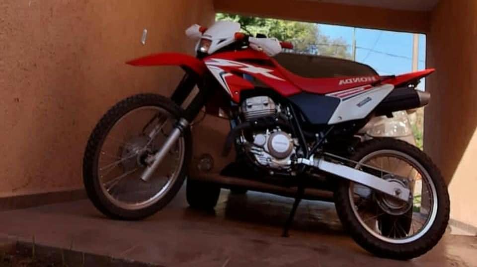 Cabrera: robo de moto y casco
