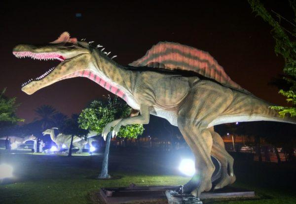 """حديقة ديناصورات دبي """" جاردن جلو """" الحديقة المضيئة"""