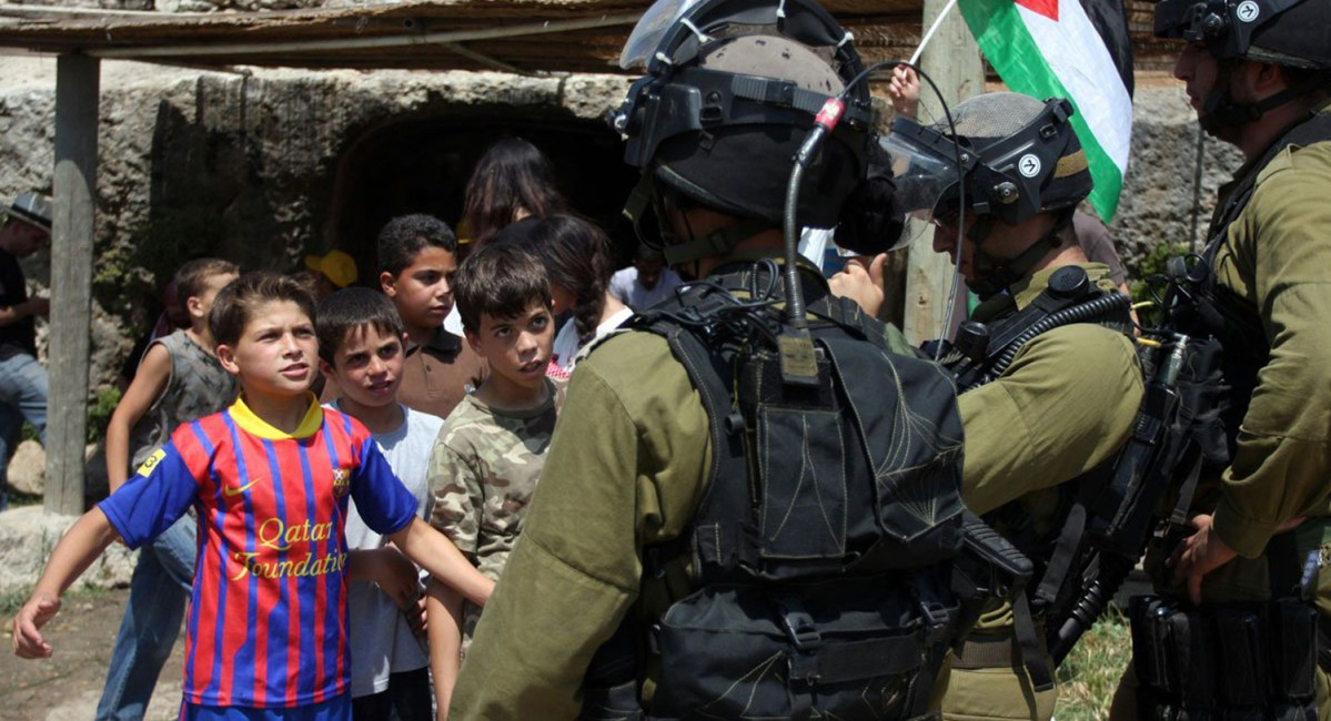NEWSpalestinian-children-protesting-confronting-israeli-soldiers-near-nabi-saleh-2