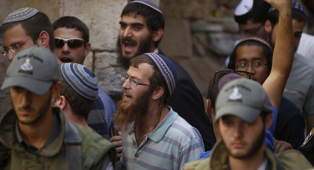 NEWSal-aqsa-protests-Sep-2015-9-israeli-settlers-at-al-aqsa