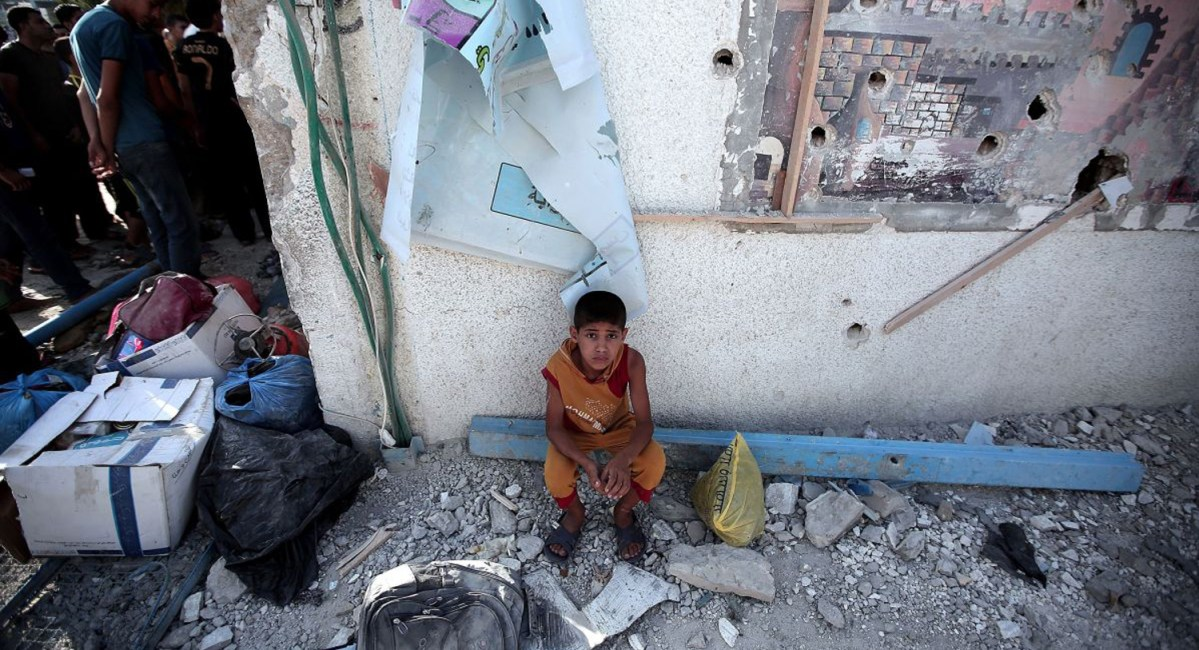 newschild-sitting-after-UN-school-hit-by-israel