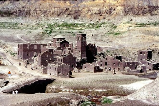 ancient-italian-village-mysteriously-emerges-from-underwater