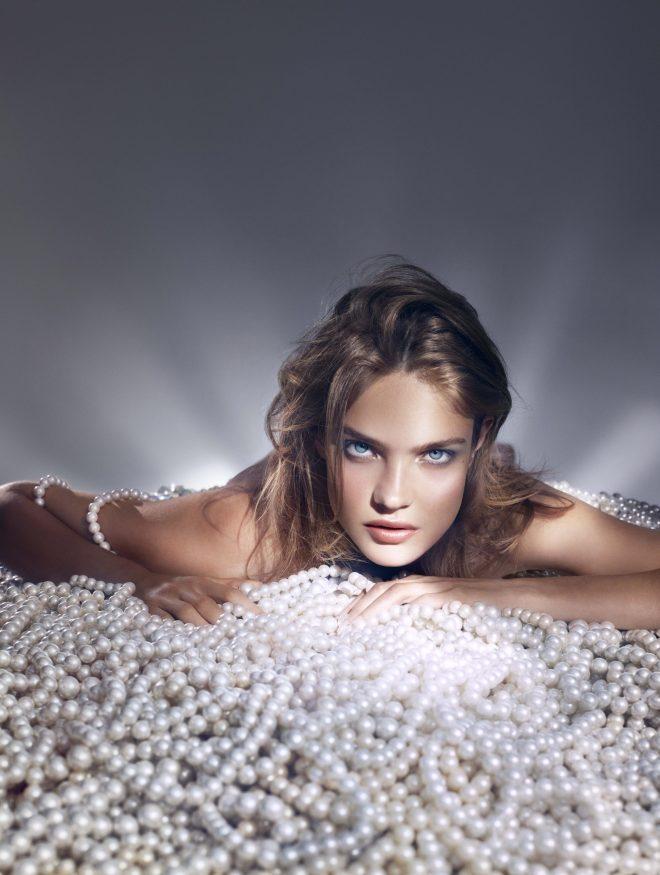 PEARL GLOW: Le temps d'une collection printemps, la maison Guerlain célèbre la perle et la lumière pure