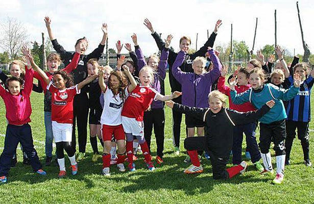 https://i2.wp.com/www.fodboldforpiger.dk/wp-content/uploads/2015/05/One-Touch-camp-1.jpg?w=740