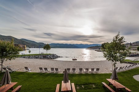 Lake-Chelan-Campbells-Resort.jpg