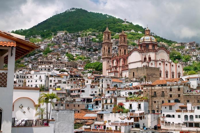 11_MexicoCityDayTrips__Taxco_shutterstock_289970309