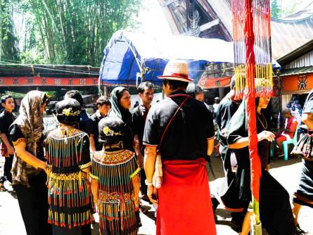 Een begrafenisceremonie bijwonen in Tana Toraja