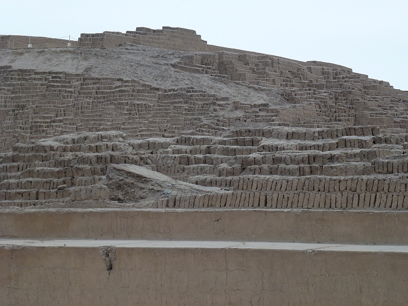 "Huaca Huallamarca, Lehmziegel""pyramide"" der Lima Kultur"