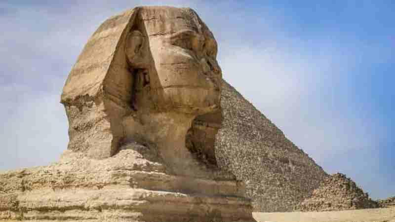 kırık burunlu antik mısır heykeli
