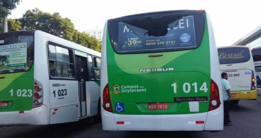 Ônibus voltam a circular