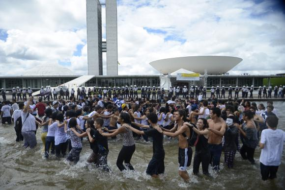 Organizações sociais prometem intensificar a vigilância e a pressão sobre a presidenta reeleita Dilma Rousseff, sobre governadores e parlamentares (Marcello Camargo/Agência Brasil)Marcelo Camargo/Agência Brasil