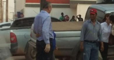 Ezequiel Castanha na chegada do presido  em frente ao Supermercado em Novo Progresso