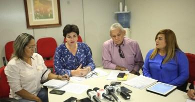 A Secretaria de Saúde do Estado do Pará (Sespa) informou em entrevista coletiva em sua sede, na tarde desta quarta-feira (22), que um Plano de Contingêcia na região Oeste do Pará está em andamento após a confirmação de um caso de febre amarela em Rurópolis. Na foto, a secretária adjunta da Sespa, Luiza Guimarães (c), e o diretor do Departamento de Controle de Endemias da Sespa, Bernardo Cardoso (d).   FOTO: THIAGO GOMES / AG. PARÁ DATA: 22.02.2017 BELÉM - PARÁ