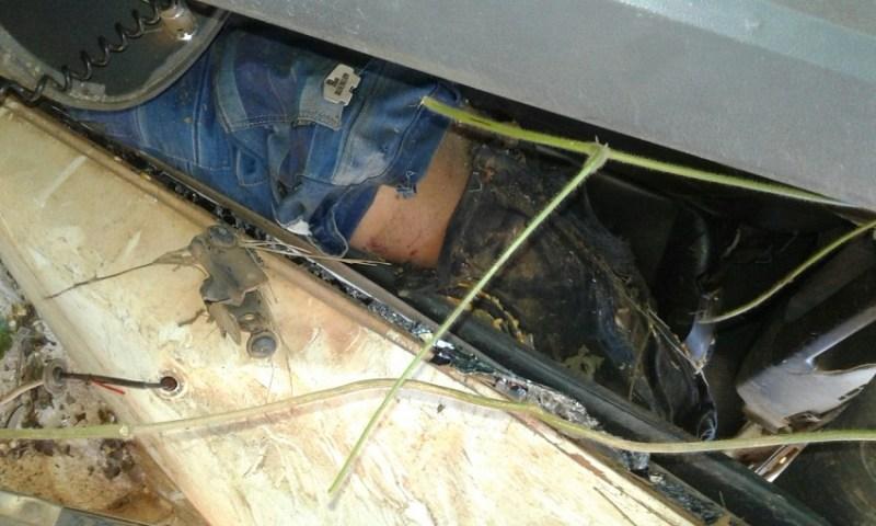 Motorista ficou preso entre as ferragens da cabine da carreta.